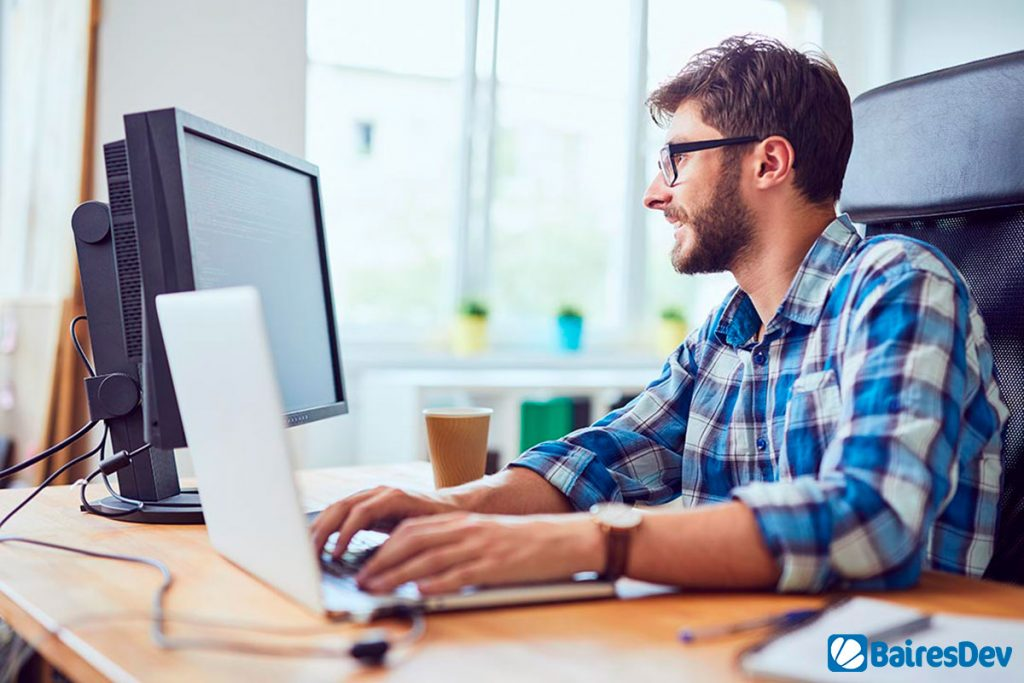 Software developer using Open Source Software on a bright office